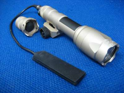 Element SF type M600C LED FlashLight (TAN)
